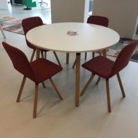 ronde-kantinetafel-met-stoelen-vwc